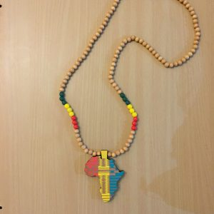 Africa pendant necklace - beige
